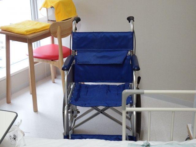 屋内の車椅子