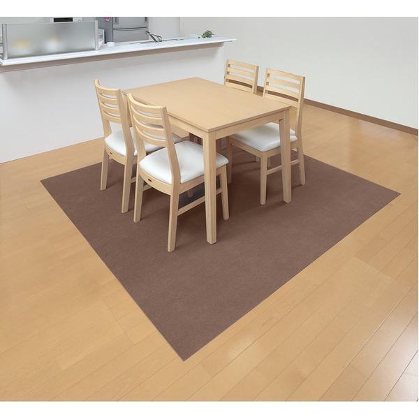 食卓に車椅子が入れるマットです